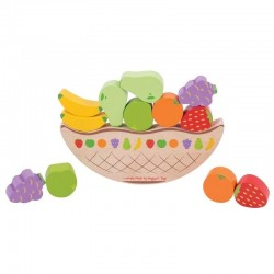 Balansująca z owocami